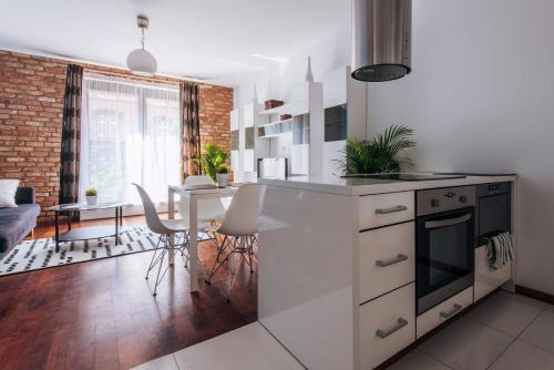 A kitchen or kitchenette at Lovely Apartment super location OLD TOWN luxury building
