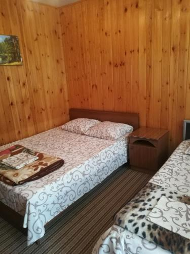"""Кровать или кровати в номере Гостевой дом """"АРИАН-Подворье"""""""