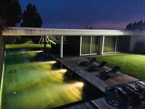 The swimming pool at or near Casa da Raquel