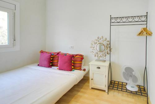 A bed or beds in a room at Apartamento Amposta