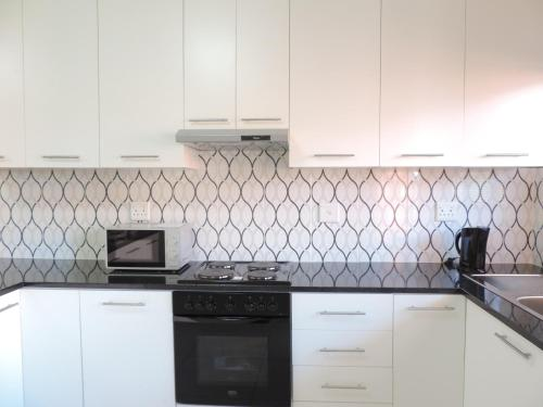 A kitchen or kitchenette at The Living Collective Apartments