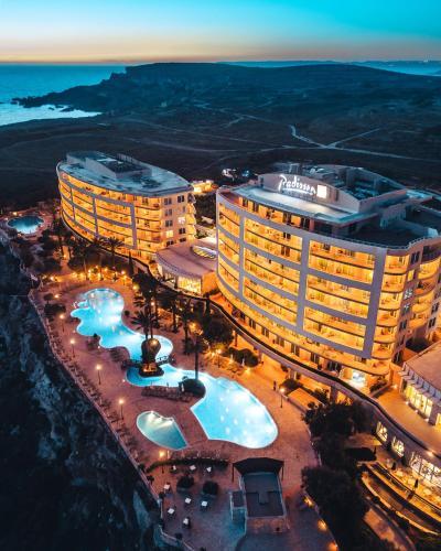 Vue panoramique sur l'établissement Radisson Blu Resort & Spa, Malta Golden Sands