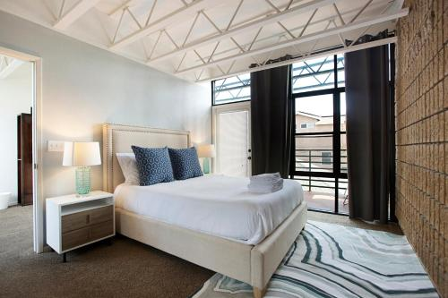 A bed or beds in a room at Three-Bedroom, Ocean Townhouse