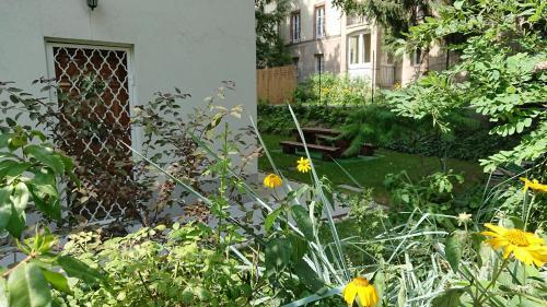 Κήπος έξω από το Délibáb Apartment