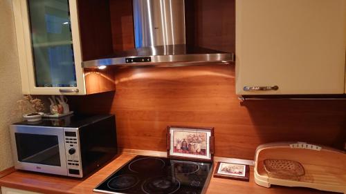 Кухня или мини-кухня в Apartment at Pobedy 22-1
