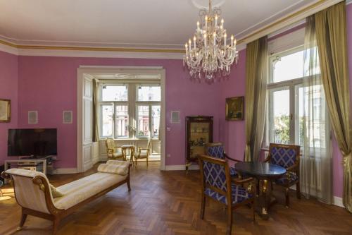 Predel za sedenje v nastanitvi Filip's Palace Luxurious Apartment