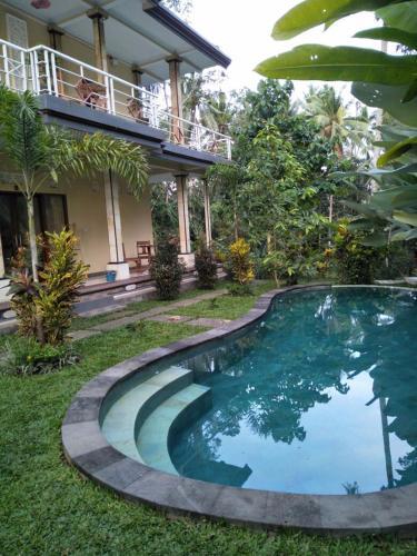 The swimming pool at or close to Junjungan Guesthouse