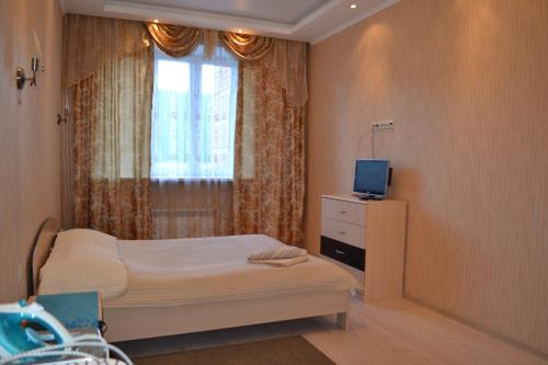A bed or beds in a room at Ekodomik Na Initsiativnoi