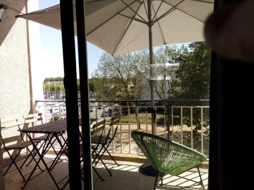 A balcony or terrace at quai des indes