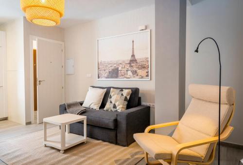 A seating area at Apartamento Dolmen De Viera