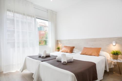 Łóżko lub łóżka w pokoju w obiekcie BcnStop Sagrada Familia