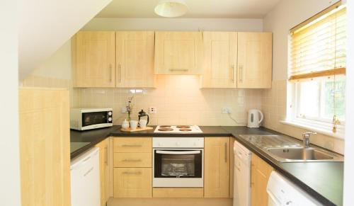 A kitchen or kitchenette at Bunratty Castle Gardens Home