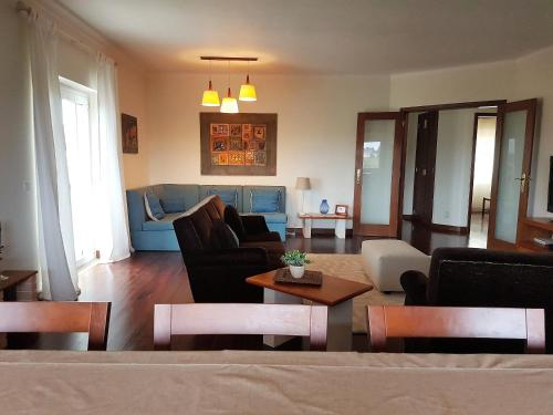 A seating area at Villa Sintra Carrascal