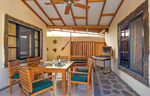 Restaurant ou autre lieu de restauration dans l'établissement Galapagos Cottages