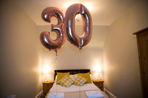 Letto o letti in una camera di Taigh Carnan - 2 Huntly Terrace