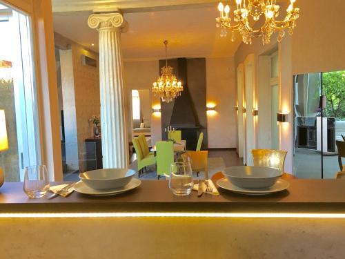 Restoran ili drugo mesto za obedovanje u objektu Prestige Luxury Penthouse