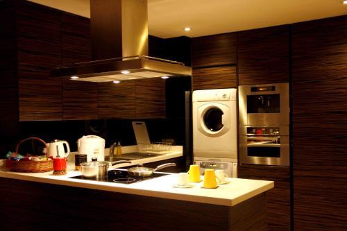 A kitchen or kitchenette at Fraser Suites New Delhi