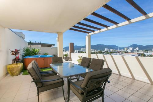 A balcony or terrace at Stunning Penthouse at Mcleod Street