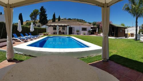 The swimming pool at or close to Casa de Marbilla