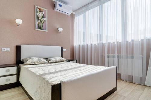 Кровать или кровати в номере Novye apartamenty na Plekhanova 14