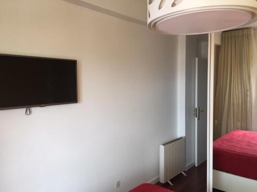 A television and/or entertainment center at Appartement de standing