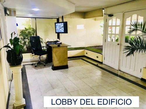 El vestíbulo o zona de recepción de Departamento Amoblado Vitacura, Dpto 704