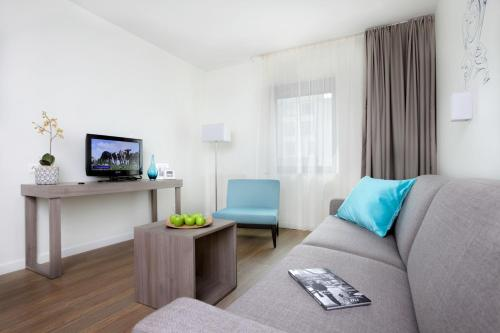 A television and/or entertainment center at Citadines Toison d'Or Brussels Aparthotel