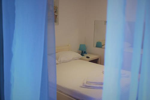 A bed or beds in a room at City Break Nearby Metro And Bus Express Airport