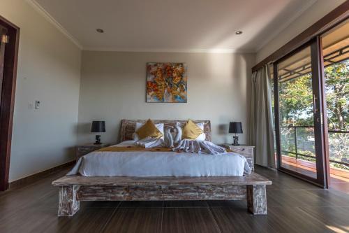 A bed or beds in a room at Askara Villa Rice Field View