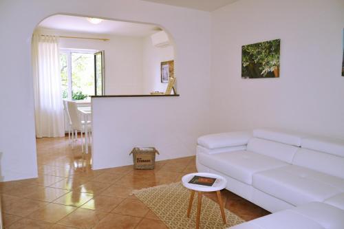 Predel za sedenje v nastanitvi Apartment Istrian view