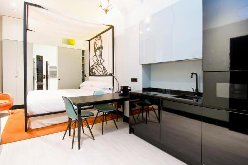 A kitchen or kitchenette at Amor de Dios 17 Boutique Hotel