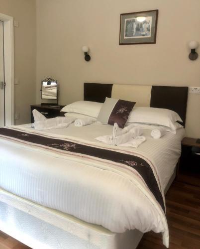 Uma cama ou camas num quarto em Roger Ground