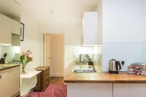 A kitchen or kitchenette at Native Camden