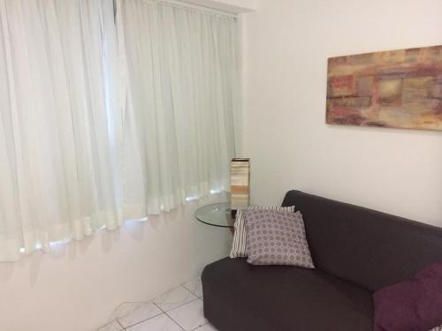 A seating area at FLAT NO BAIRRO DA JAQUEIRA/RECIFE