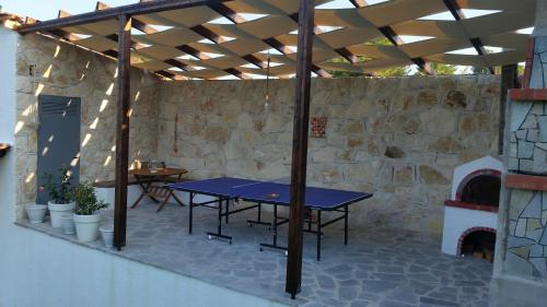 Table tennis facilities at Amparoudes or nearby