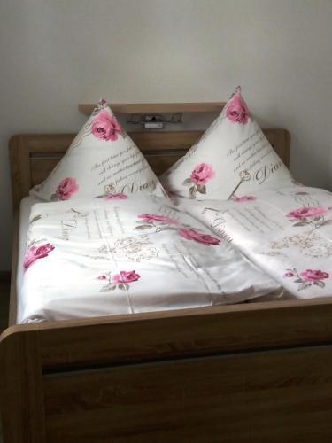 Ein Bett oder Betten in einem Zimmer der Unterkunft Apartments Fudel