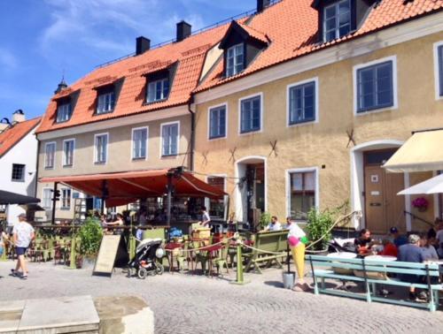 En restaurant eller et andet spisested på Apartments Stora Torget Visby