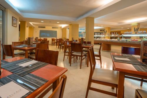 Een restaurant of ander eetgelegenheid bij Blue Sea Jandia Luz