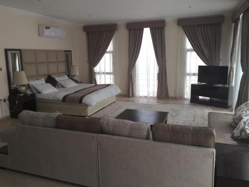 A seating area at Alshaheen Suites