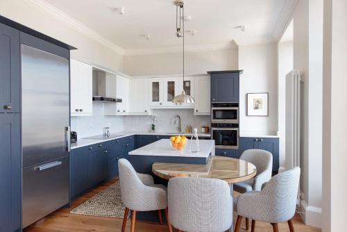 A kitchen or kitchenette at 30B The Scores - 2018 luxury sea view apartment