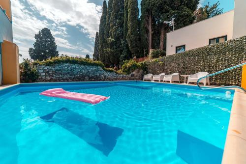 The swimming pool at or near Residence Villa Il Glicine