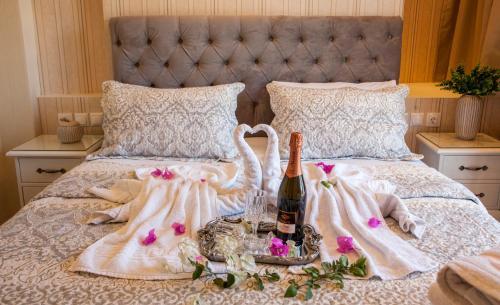 Säng eller sängar i ett rum på Afroditi