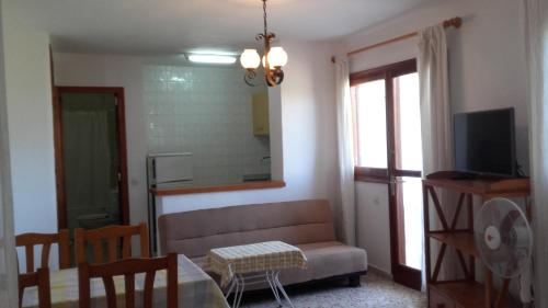A seating area at Apartment Torres Mari