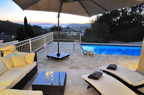 The swimming pool at or close to ARILLAS HILLSIDE VILLA 3 - Provence