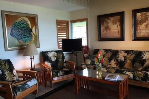 A seating area at Kailani Suite at hana Kai Resort