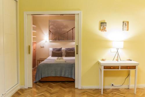 Ein Bett oder Betten in einem Zimmer der Unterkunft Stay At Home Madrid Apartments V