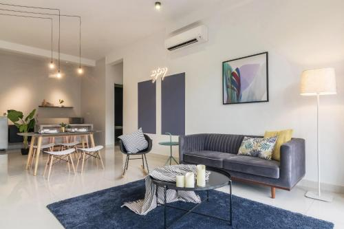 A seating area at Arte Serviced Apartment @ Penang
