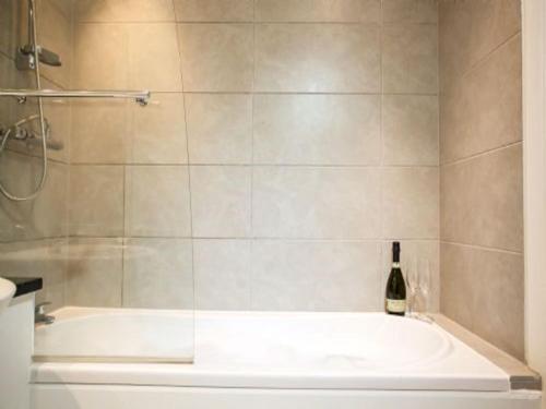 A bathroom at Apartment Loch Tay.3