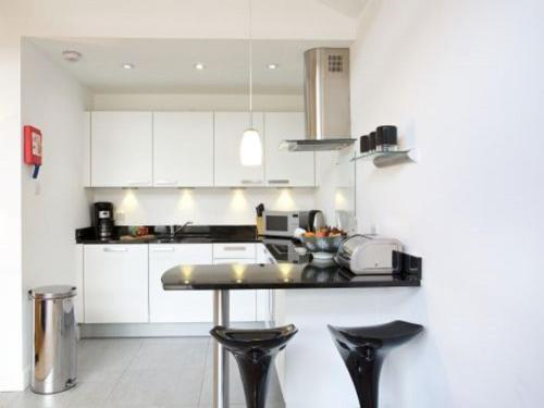 A kitchen or kitchenette at Apartment Tay Loch