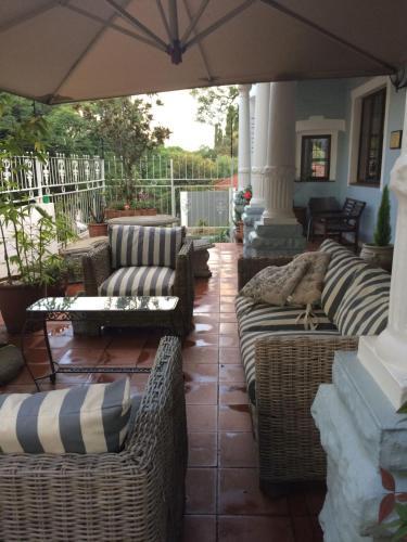 Een zitgedeelte bij Melville Turret Guesthouse